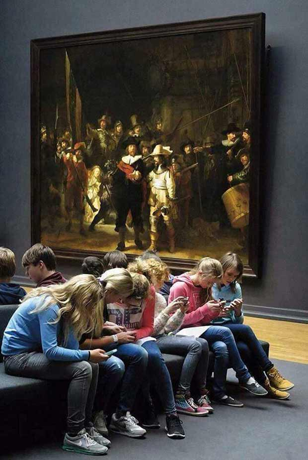 33 Funny Pics ~ girls on phones in art museum