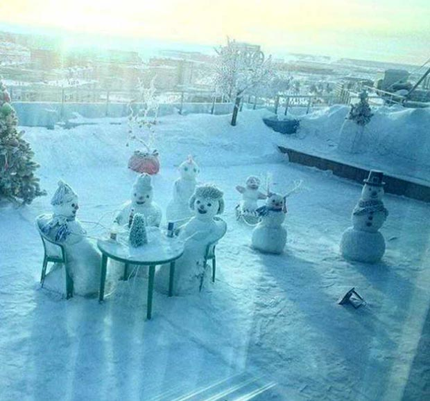 35 Funny Pics ~ snowman dinner party