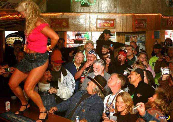 27 Funny Family Photos & Vintage Snaps ~ Grandma dancing on bar, coyote ugly