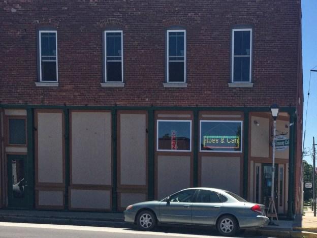 photo of The Hootenany Cafe in Perry, Missouri