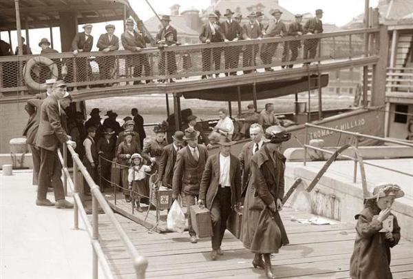 Emigrants-Arriving-Ellis-Island