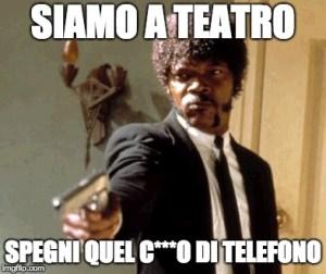 Spegnere cellulare a teatro