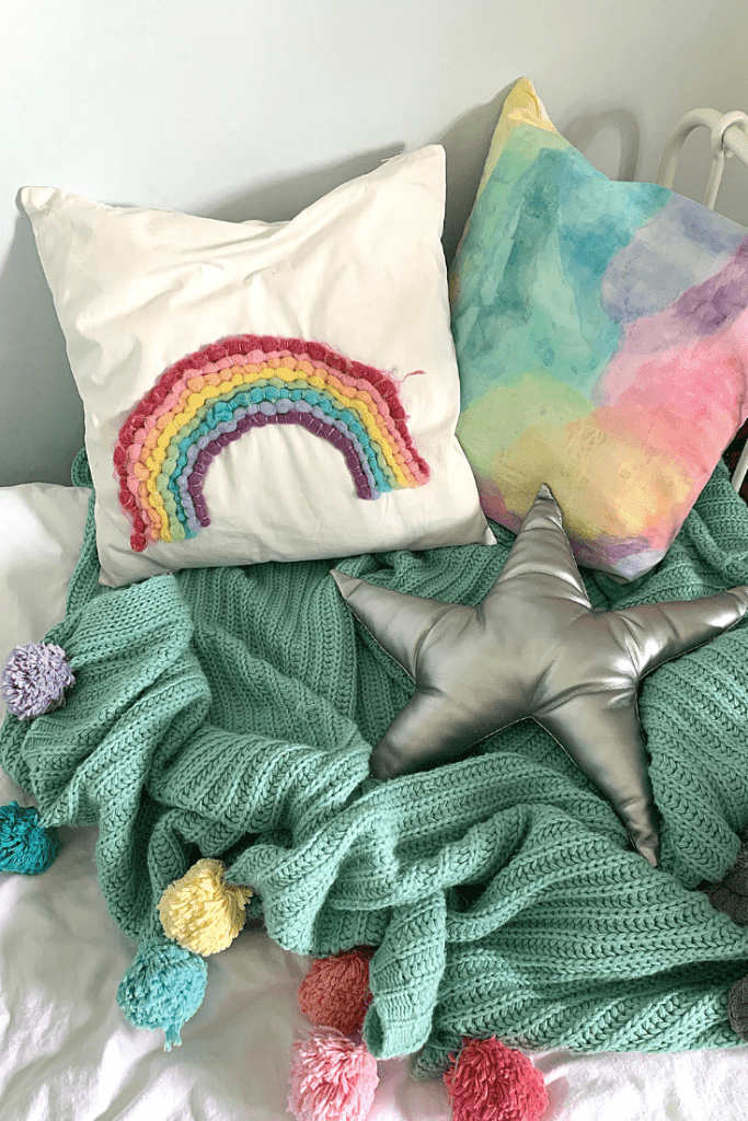 DIY kids room projects - pillows and blanket