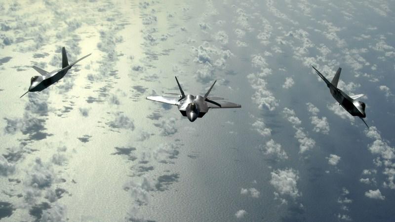 Muskelspiele vor Alaska : US-Raptoren fangen russische Aufklärungsflugzeuge ab