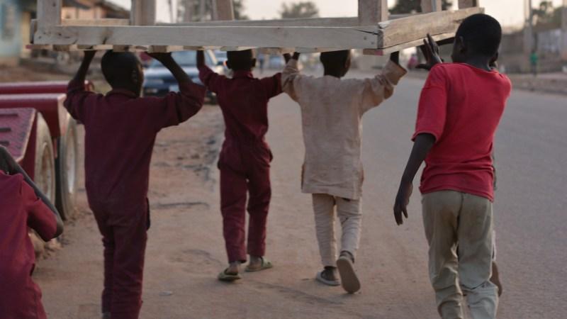 Überwachung der Ausgangssperre : Nigerianische Sicherheitskräfte töten 18 Menschen