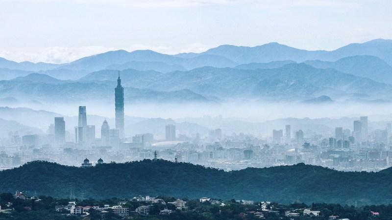 Ein brisanter Geburtstag : PEKING VERLETZT AM 72. JAHRESTAG DER GRÜNDUNG DER VOLKSREPUBLIK MIT 38 KAMPFFLUGZEUGEN DEN LUFTRAUM TAIWANS