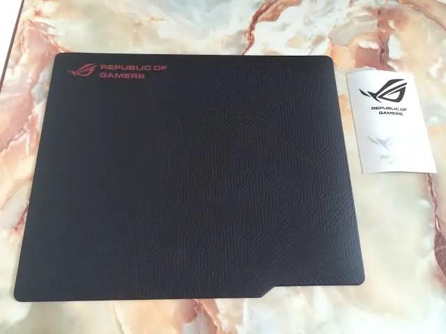 ASUS ROG Whetstone Gaming Mousepad Review 25