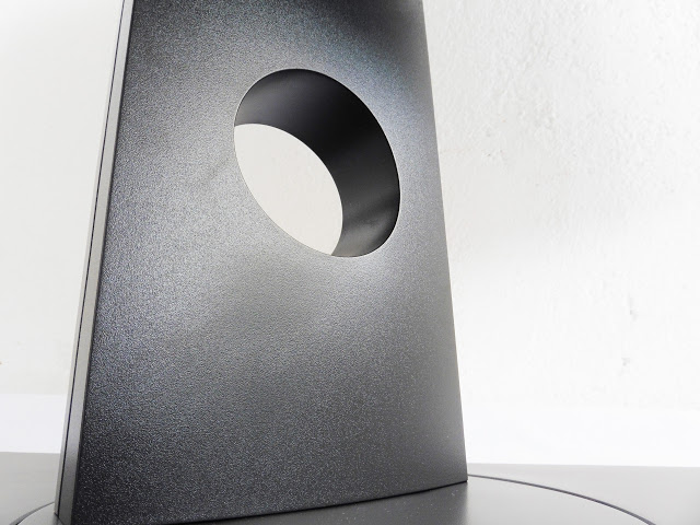 Dell U2717D UltraSharp 27 InfinityEdge Monitor Review 4