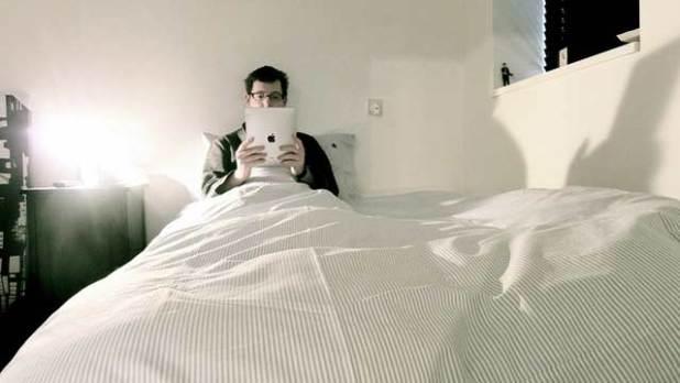 اضطرابات عند النوم والاستيقاظ بسبب ضوء شاشة الأجهزة المحمولة