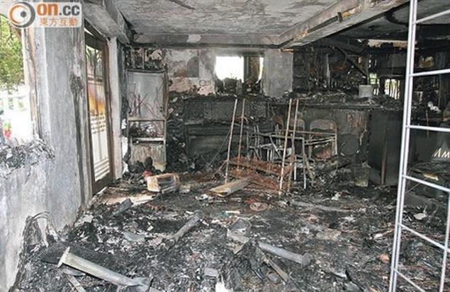 حريق جالاكسي اس 4 جالاكسي اس 4 يشتعل ويحرق منزلا بالكامل