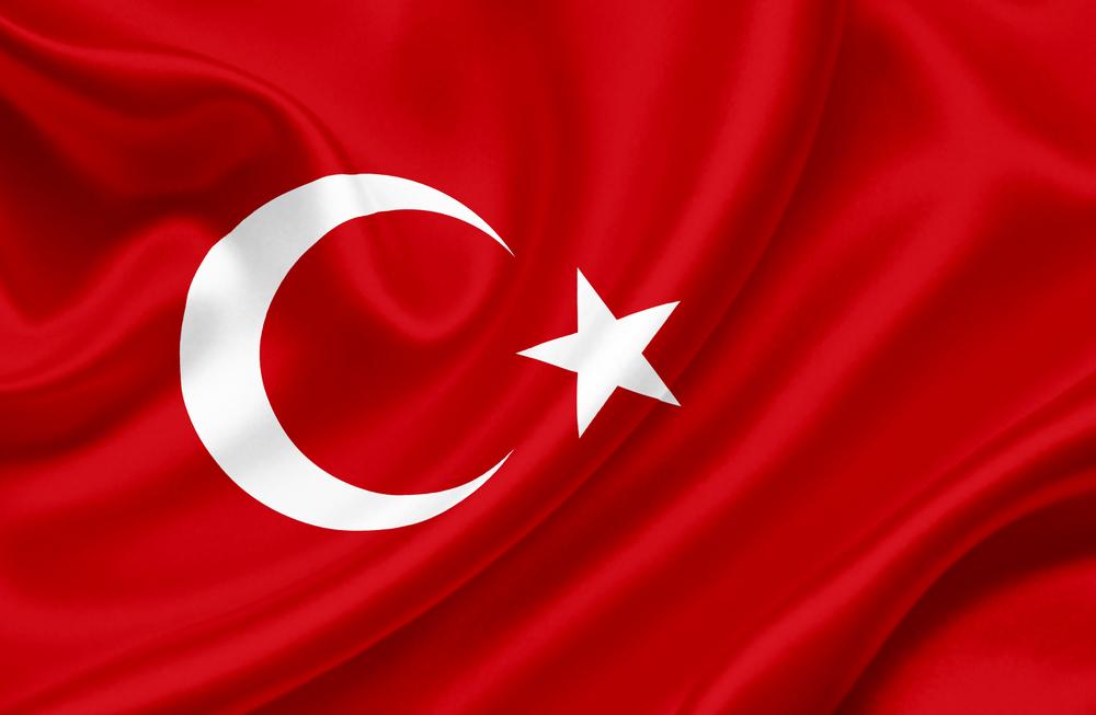 علم تركيا أردوغان يُشدّد على قوانين استخدام الإنترنت في تركيا