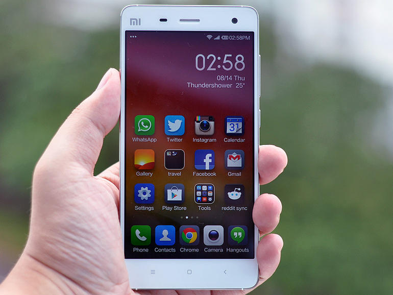 xiaomimi4review01 رئيس Xiaomi يرد على جوني آيف: سنهديك جهازنا لتجربه قبل أن تحكم