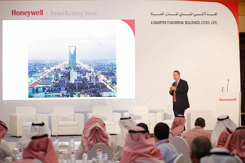 نورم جيلسدورف، رئيس 'هانيويل' لمنطقة الشرق الأوسط وروسيا وآسيا الوسطى خلال حفل تصنيف المباني الذكية من هانيويل