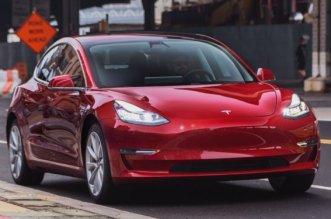 تسلا تُوقف تصنيع سيارات Model 3 مؤقتا
