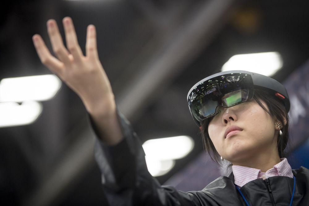 الحكومة الأمريكية تبرم صفقة بـ480$ مليون مع مايكروسوفت مقابل نظارة الواقع المعزز HoloLens