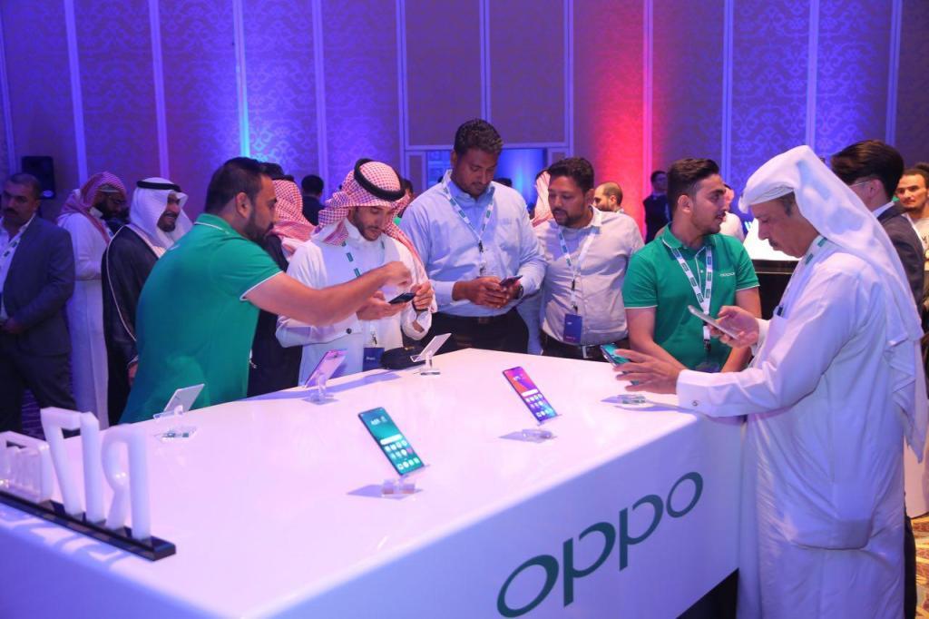 أوبو تبدأ عملياتها رسميًا في السعودية بإطلاق سلسلة R17