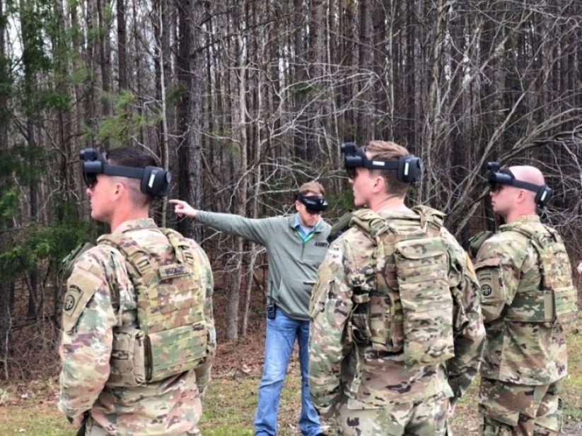 """الجيش الأمريكي يكشف عن نموذج تجريبي من نظارة الواقع المعزز """"IVAS"""" المبنية على HoloLens 2"""