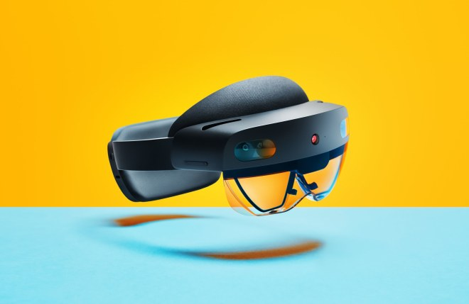 نظارة الواقع المختلط HoloLens 2 ستطرح في الأسواق الشهر المقبل