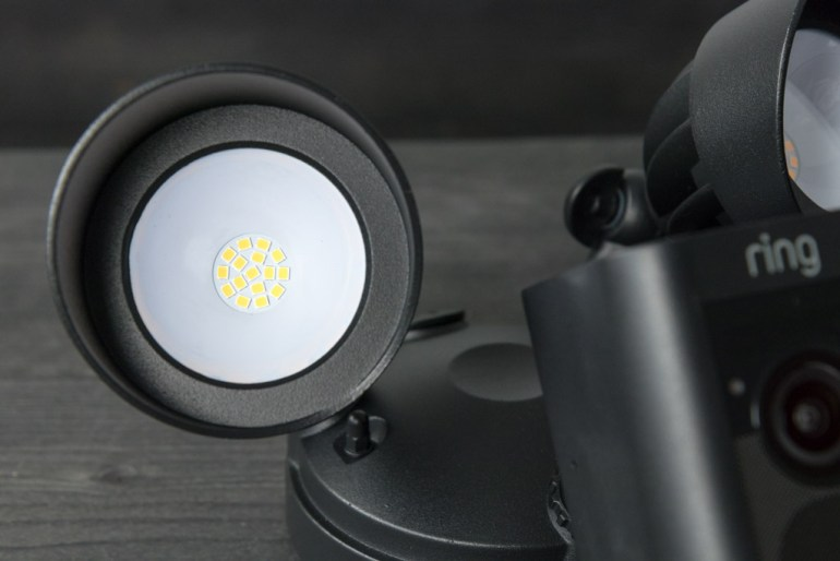 Ring Floodlight Cam tech365nl 004
