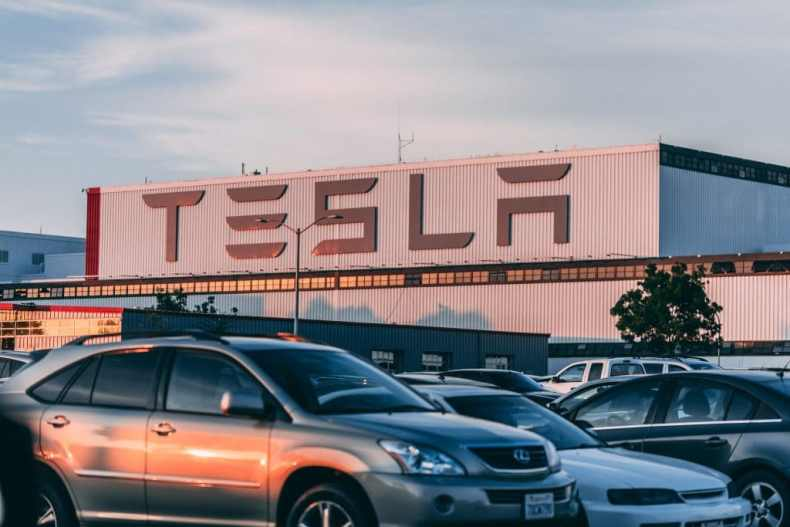 Tesla vs  BMW: Can Tesla beat BMW? | TecHacker