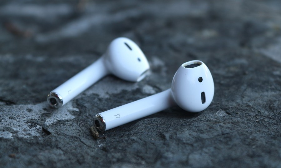Apple To Unveil Water Resistant and Noise Cancelling AirPods