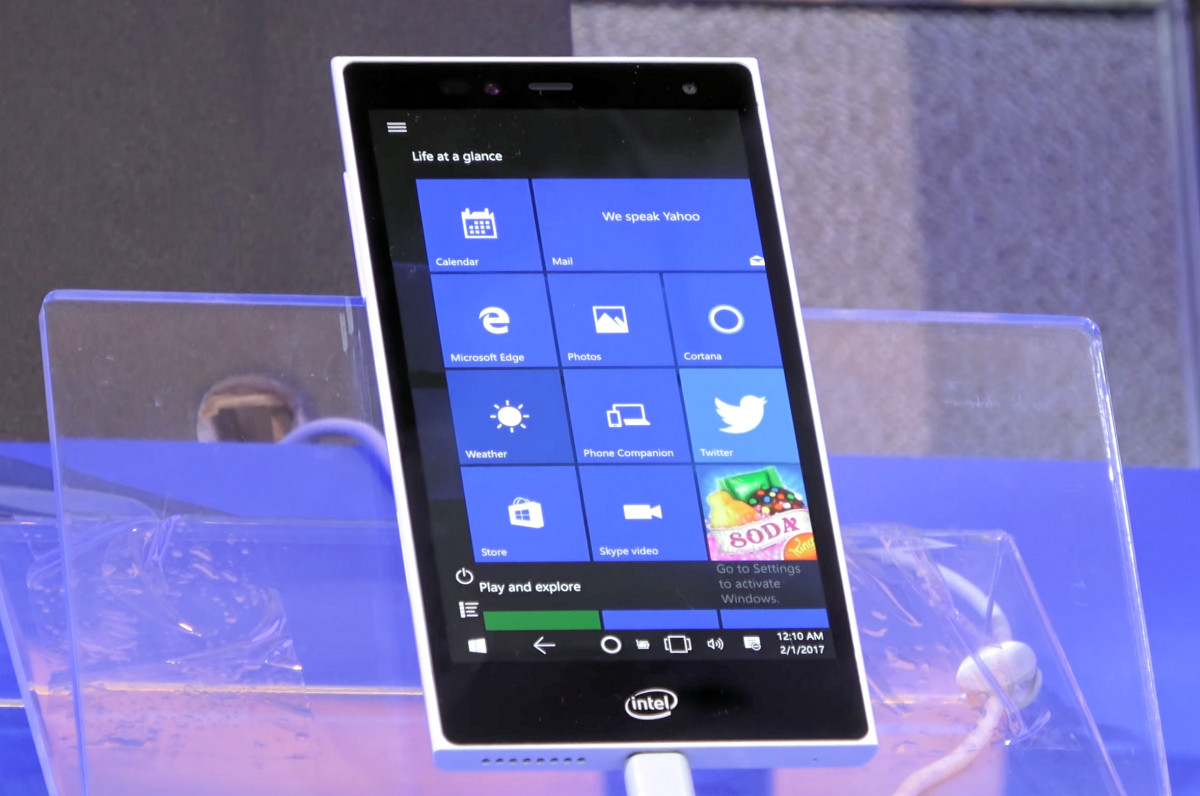 Intel smartphone-sized pocket PC with Windows 10 - TechApprise