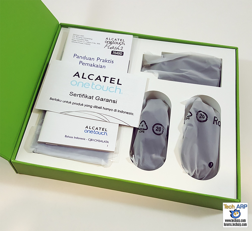 Inside The Alcatel Flash 2 Smartphone Box
