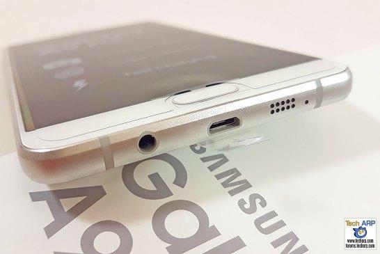 Samsung Galaxy A9 Pro bottom