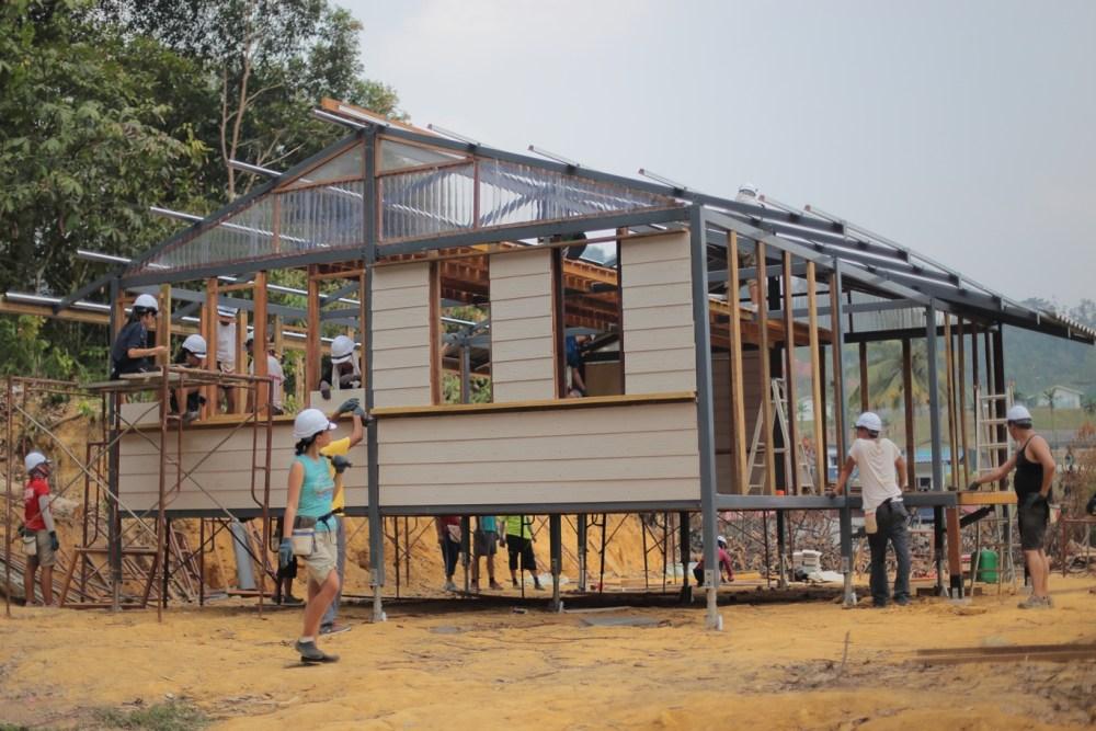 MAXIS Volunteers Build Homes For Orang Asli