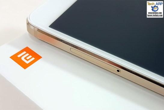The Xiaomi Redmi Note 4 (Helio X20 Model) left