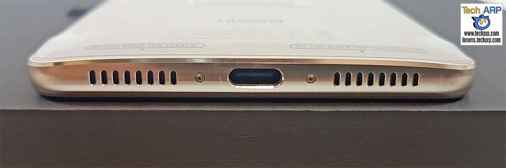 Huawei Mate 9 USB port