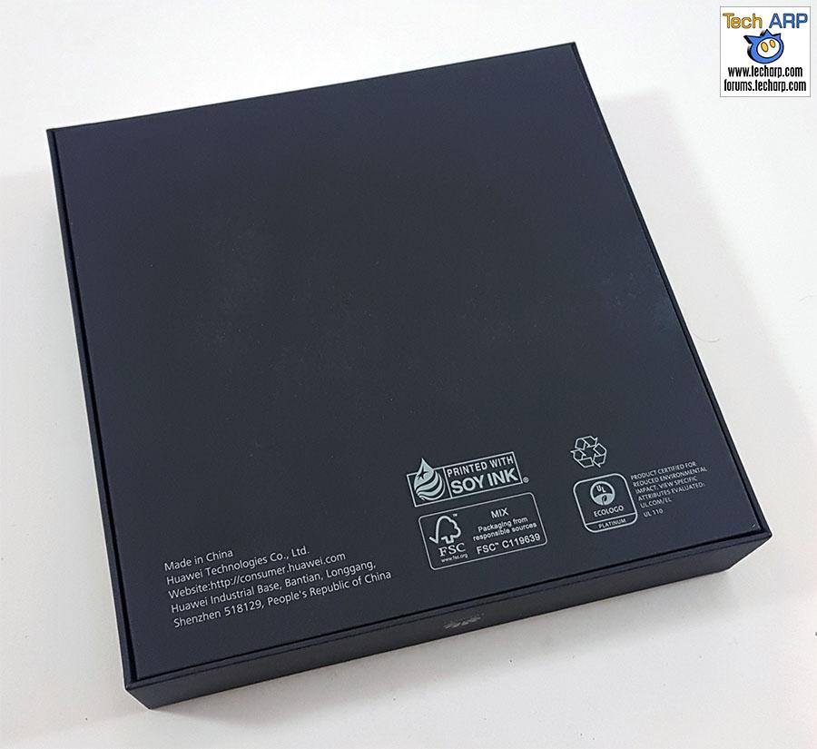 The Huawei Mate 9 box