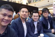Douglas Lim & Jinny Boy On Their Galaxy S8 Smartphones