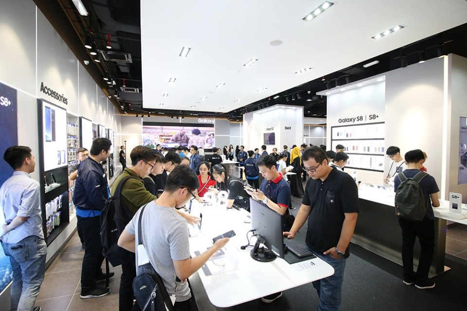 The Samsung Experience Store Relaunched At The Gardens Mall!