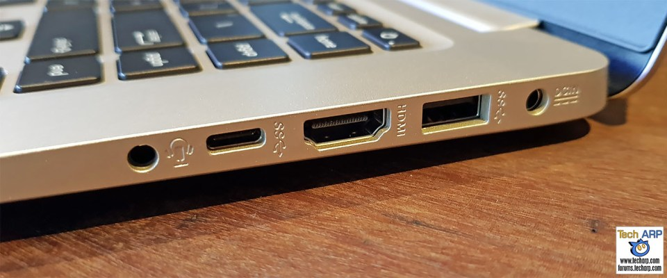 ASUS VivoBook S15 right ports