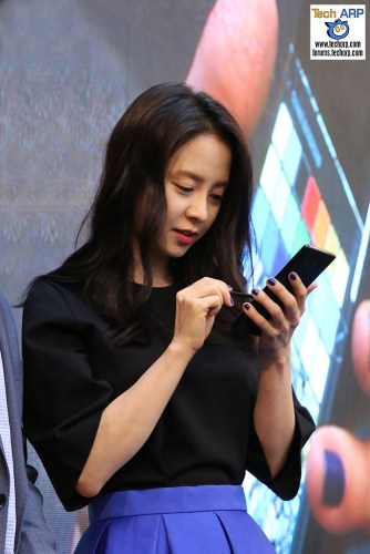 The Samsung Galaxy Note8 Kicks Off With Song Ji-hyo!