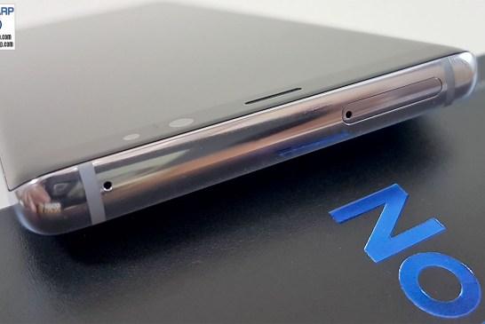 Samsung Galaxy Note8 top