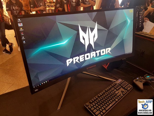 The Acer Predator Z35P Curved Gaming Monitor Up Close!