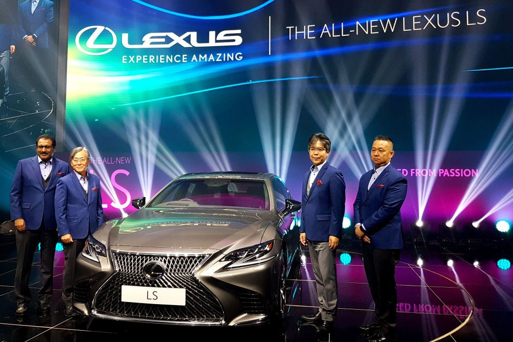 The Lexus LS 500 Luxury Sedan Revealed! (With Video Tour)