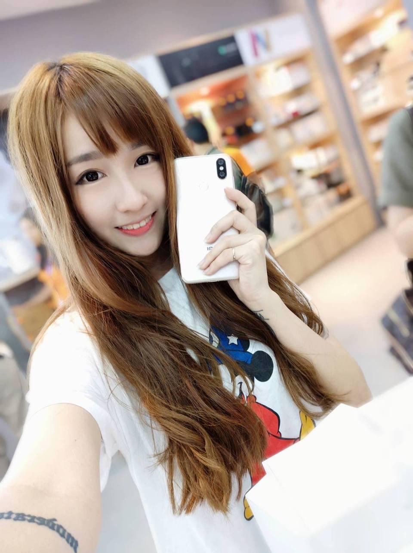 Xiaomi Mi A2 photo sample Allen An