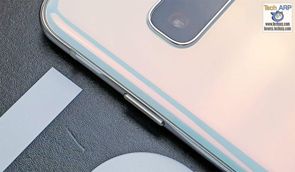 Samsung Galaxy S10 right button
