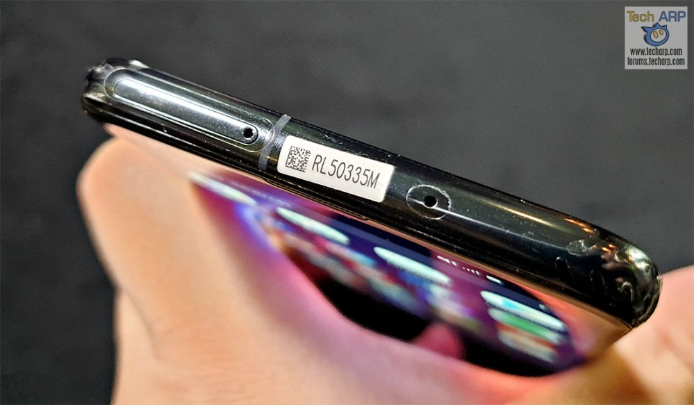 Samsung Galaxy S10e top