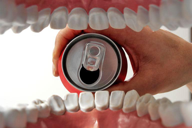 Drinking soda teeth