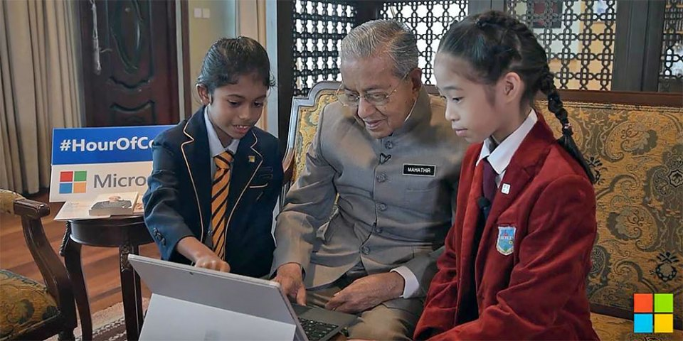 World's Oldest PM Learns Coding From Two 10 Year Old Girls!