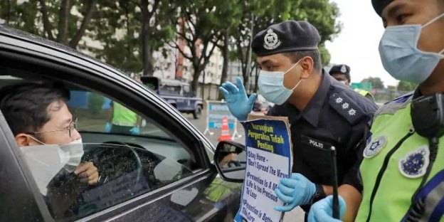 Fact Check : Wear A Face Mask In Car Or Get Fined RM1,000!
