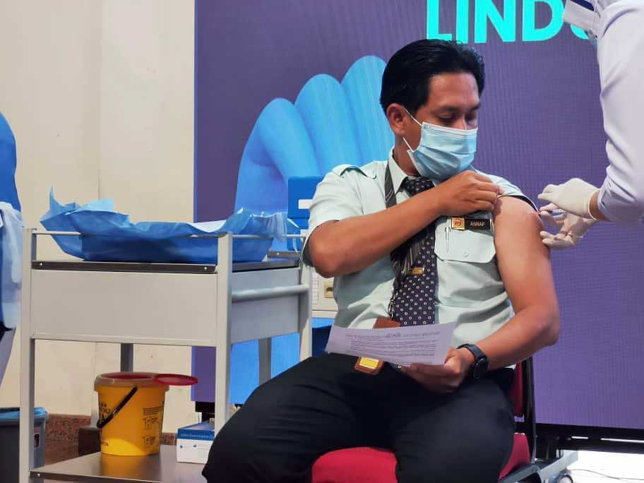 Historic : First COVID-19 Vaccinations In Malaysia!