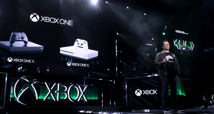 E3-2017-Phil-Spencer-with-Xbox-One-Family-of-Devices