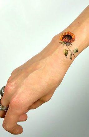 Sunflower tattoos ideas for women (9)