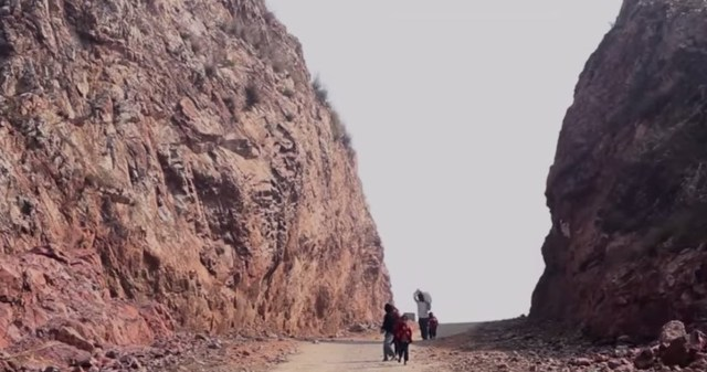 dashrath manjhi's road