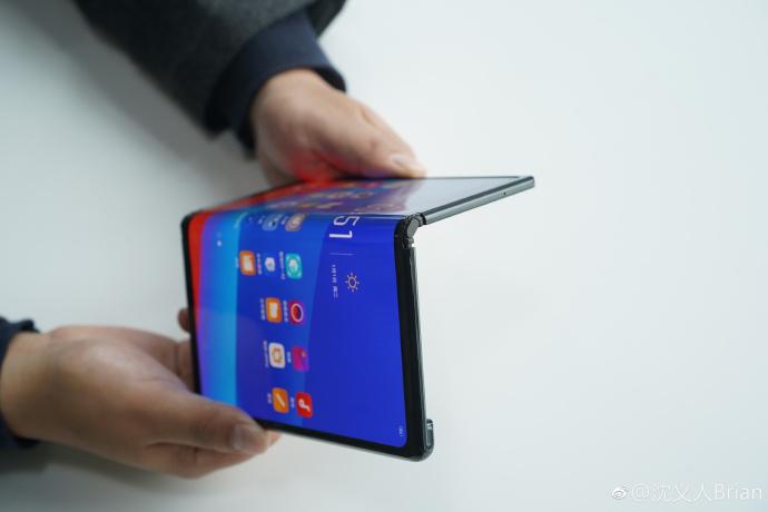 Smartphone pieghevole di Oppo
